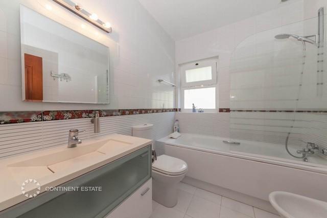 Нижняя ванная комната
