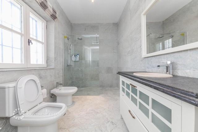 Верхняя ванная комната