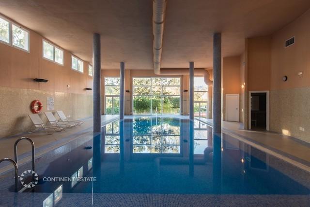 Крытый бассейн и фитнес