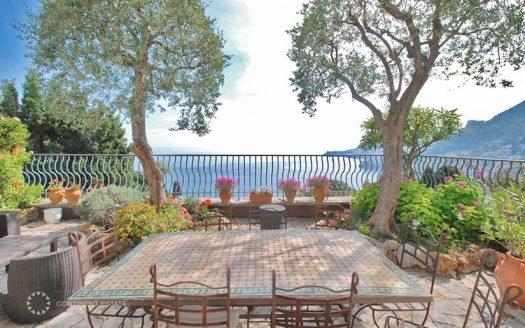 Двухэтажная квартира на продажу в престижной резиденции во Франции (Лазурный Берег — Roquebrune-Cap-Martin)