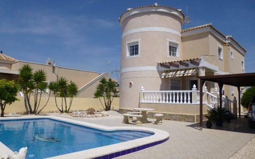 Вилла с бассейном на продажу в Испании (Коста Бланка — La Marina)