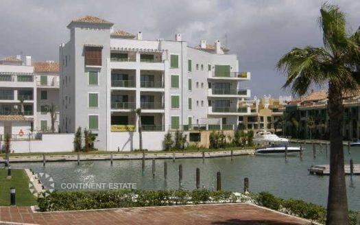 Апартамент рядом с пристанью на продажу в Испании (Коста-де-ла-Луc, Сотогранде — Marina de Sotogrande)