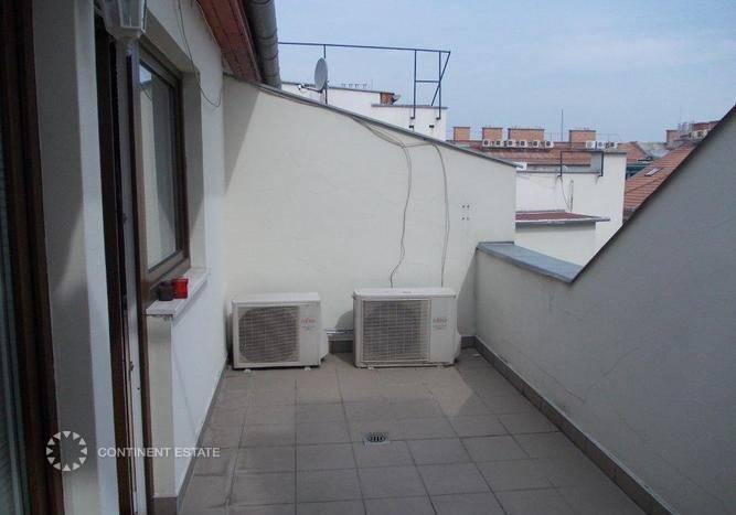 Двухэтажная квартира на продажу в Венгрии (Центральная Венгрия, Будапешт, 6-й район — Budapest)