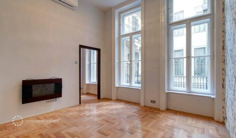 Апартамент в старинном здании на продажу в Венгрии (Центральная Венгрия — Пешт — Будапешт, 6-й район)