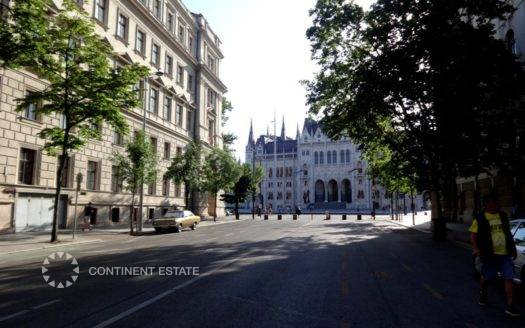 Двухкомнатная квартира на продажу в Венгрии (Центральная Венгрия — Пешт — Будапешт, 5 район, Недалеко от парламента)