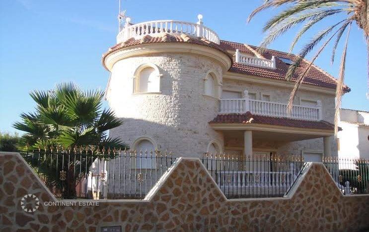 Вилла рядом с морем в аренду в Испании (Побережье Коста Бланка, Ориуэла Коста — La Zenia)