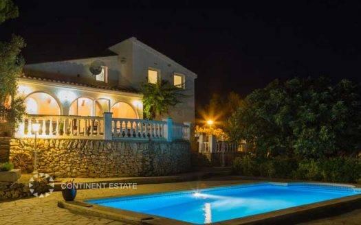 Вилла недалеко от моря на продажу в Испании (Коста Дорада — La Ampolla)