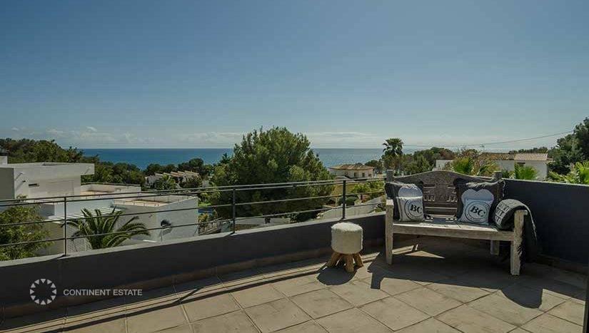 Вилла недалеко от моря на продажу в Испании (Коста Бланка — Moraira)