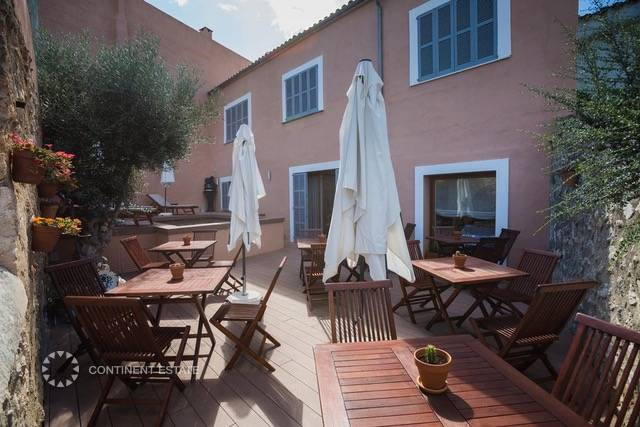 Отель на продажу в Испании (Балеарские острова, Остров Майорка)